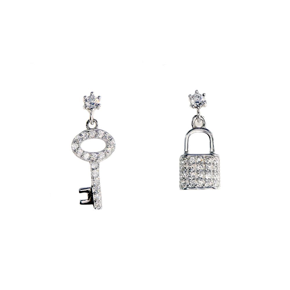 Cercei asimetrici, lacat si cheita din Argint 925, cu zirconiu alb, inchizatoare tija